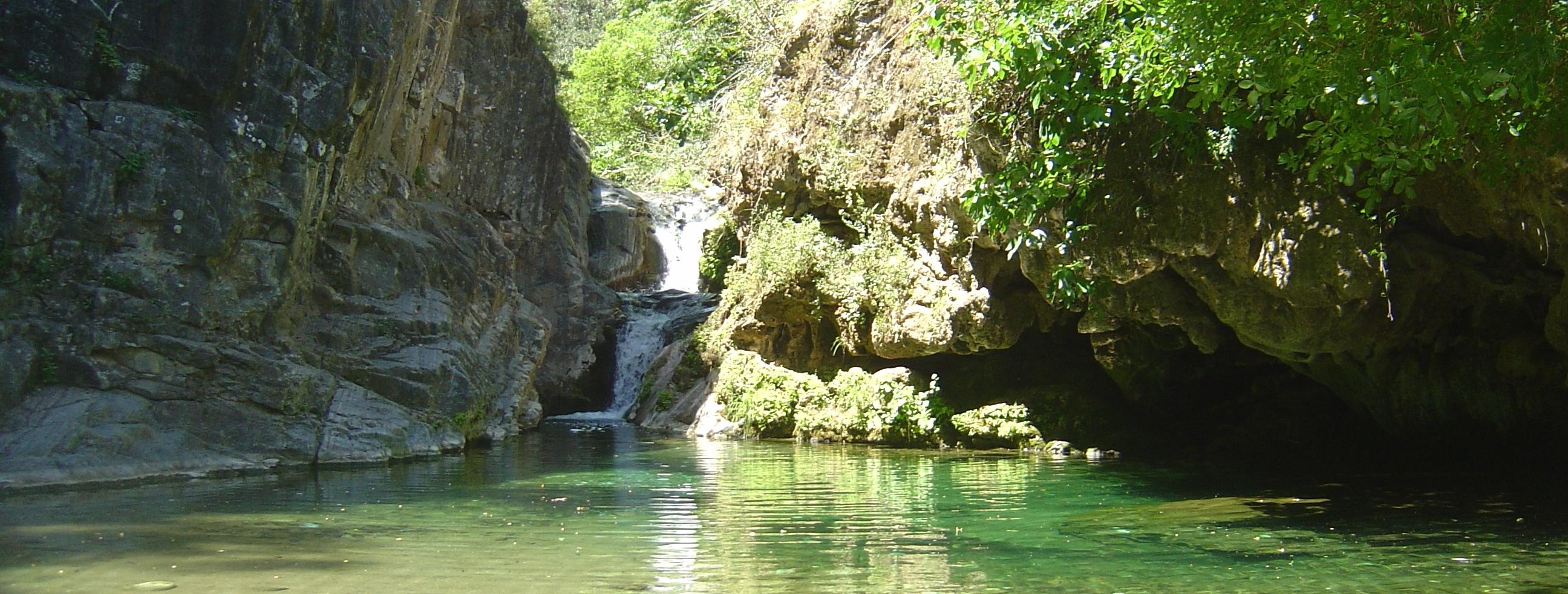Barranco-Blanco-Caudal-fluyente-del-río-Alaminos